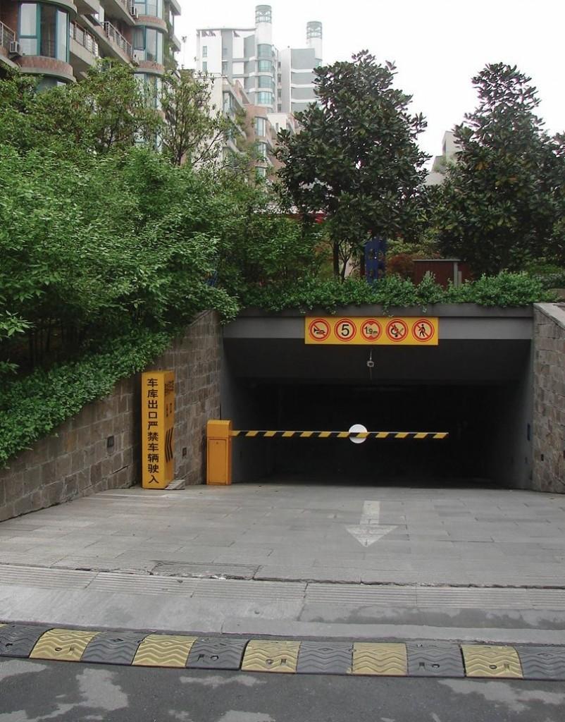 Ландшафтное оформление въезда в паркинг в жилом квартале, Ханчжоу