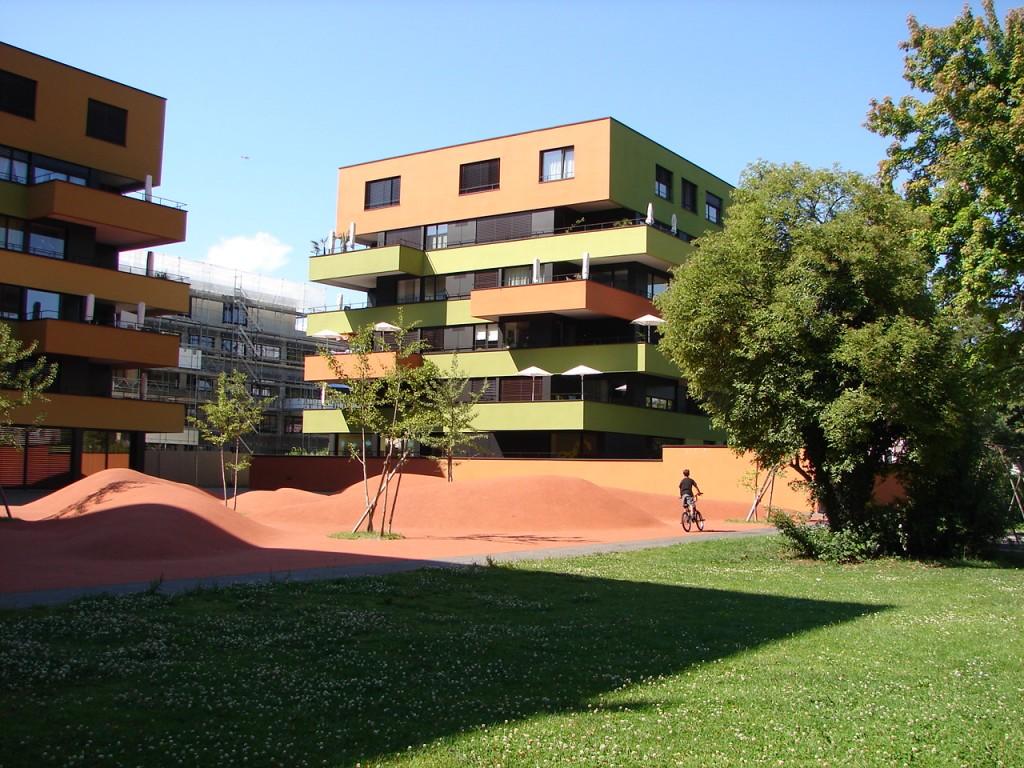жилой квартал Цюриха включает элементы природы и места для занятий спортом